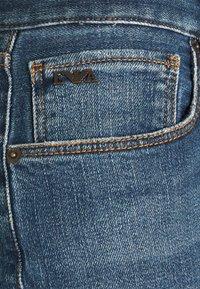 Emporio Armani - POCKETS PANT - Slim fit -farkut - blue denim - 5