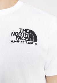 The North Face - COORDINATES TEE - Camiseta estampada - white - 4