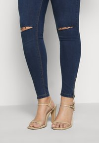 Missguided Plus - LAWLESS HIGHWAISTED SUPERSOFT ANKLE ZIP - Jeans Skinny Fit - deep blue - 4