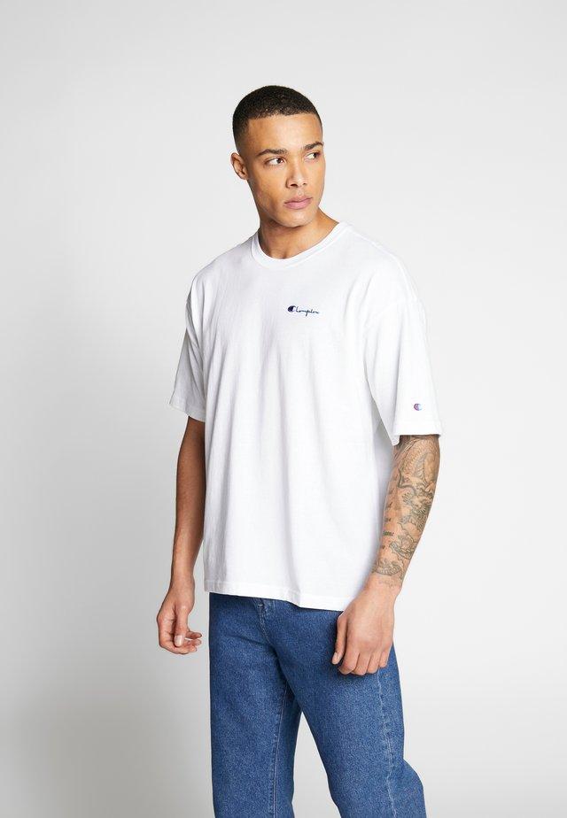 BOXY FIT CREWNECK - Print T-shirt - wht