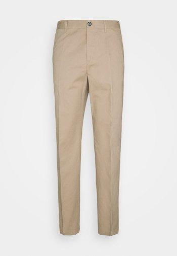 WILLIAM COTTON TROUSER - Trousers - desert tau