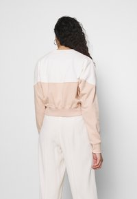 Nike Sportswear - W NSW HRTG CREW FLC - Sweatshirt - shimmer/pale ivory - 2