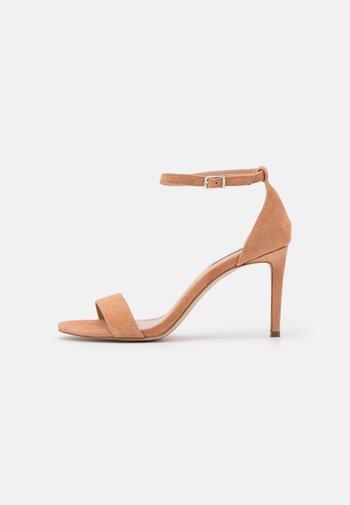 JADELLE - Sandály na vysokém podpatku - tan