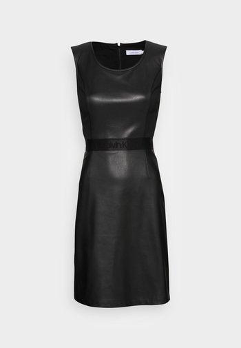 SCOOP NECK DRESS - Robe fourreau - black
