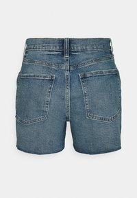 GAP - DARRO DEST - Denim shorts - medium wash - 1