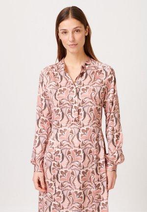 BERTHA - Jersey dress - trellis coral