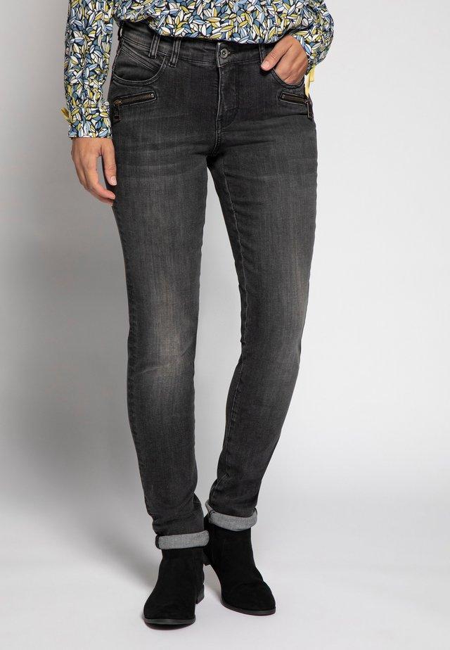 REISSVERSCHLÜSSE, SCHMALES BEI - Slim fit jeans - grey denim