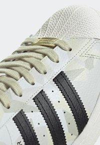 adidas Originals - SUPERSTAR SHOES - Baskets basses - white - 6