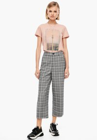 Q/S designed by - KARIERTE CULOTTE - Trousers - black check - 1