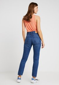 Monki - KIMOMO NEW CLASSIC - Jeans baggy - classic blue - 2