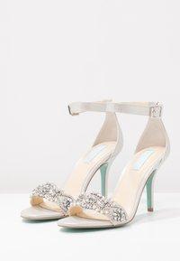 Blue by Betsey Johnson - GINA - Højhælede sandaletter / Højhælede sandaler - silver - 4