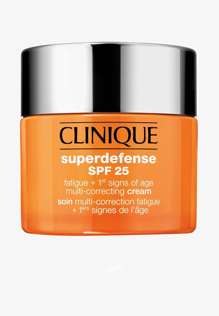 Clinique - SUPERDEFENSE CREAM SPF 25 SKIN TYPE 1/2 - Face cream - -