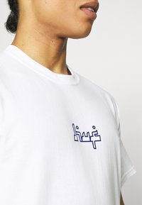 HUF - MOROCCAN CLASSIC TEE - Print T-shirt - white - 5