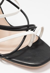 Lost Ink Wide Fit - STRAPPY MIXED COLOUR  - Korolliset sandaalit - black - 2