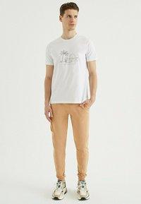 WESTMARK LONDON - SAND - Print T-shirt - white - 1