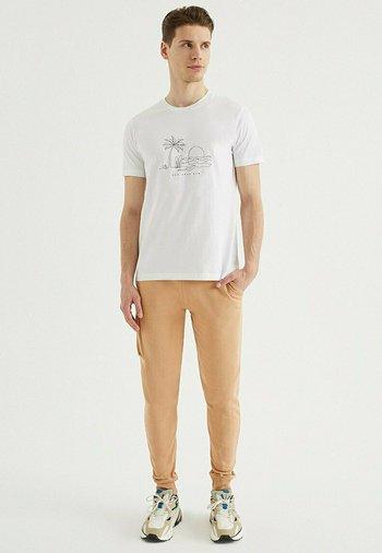 SAND - Print T-shirt - white