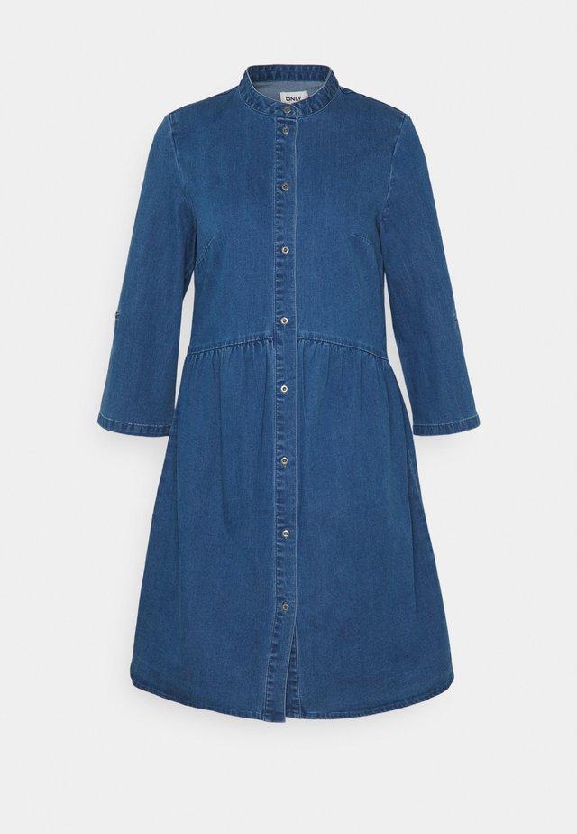 ONLCHICAGO DRESS - Denimové šaty - medium blue denim