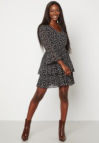 Bubbleroom - CARLOTTA FLOUNCE - Jersey dress - black/ white - 1