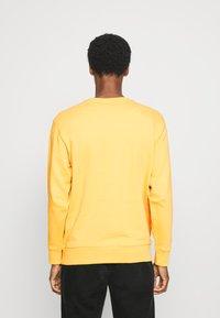 Selected Homme - SLHJASON CREW NECK - Sweatshirts - mango mojito - 2