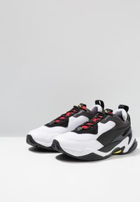 Puma - THUNDER SPECTRA - Trainers - black/high risk red - 2