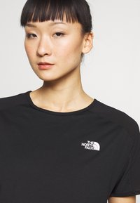 The North Face - WOMENS ACTIVE TRAIL - Print T-shirt - black - 4
