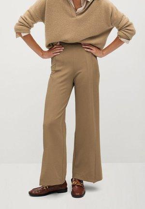 SARGUITA - Trousers - středně hnědá