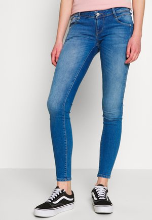 ONLCORAL CUT - Vaqueros pitillo - medium blue denim