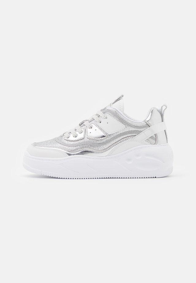 VEGAN FLAT - Sneakers - silver