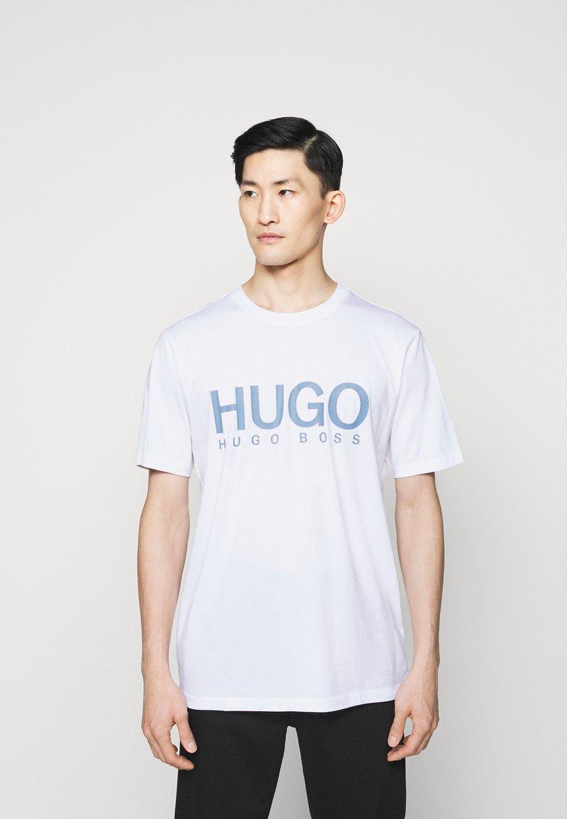 HUGO - DOLIVE - Print T-shirt - white/blue