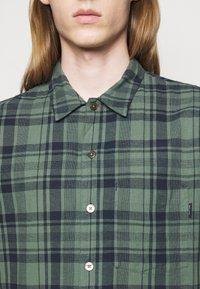 PS Paul Smith - MENS CASUAL FIT - Shirt - dark green - 4