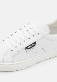 Antony Morato - DULL SPIKE AND 3D LOGO PATCH - Trainers - white - 5