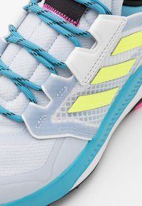 adidas Performance - TERREX TRAILMAKER - Vaelluskengät - halo blue/hi-res yellow/crystal white - 5