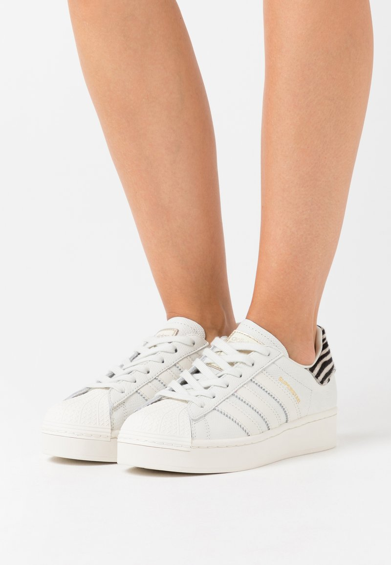 adidas Originals - SUPERSTAR SPORTS INSPIRED SHOES - Zapatillas - white ink/offwhite/clear black