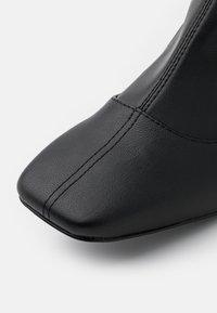 Monki - ARIANNE BOOT VEGAN - Overknee laarzen - black - 5