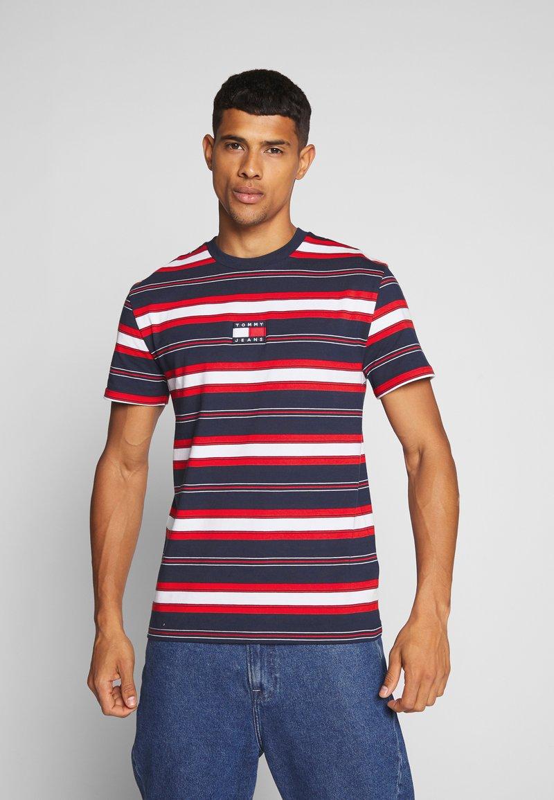 Tommy Jeans - STRIPE LOGO TEE - Print T-shirt - twilight navy / multi