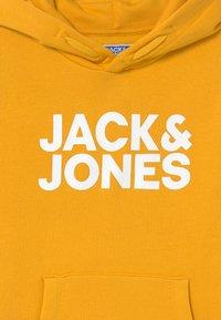 Jack & Jones Junior - JJECORP LOGO HOOD - Felpa con cappuccio - spicy mustard - 2