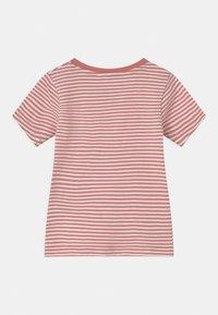 Name it - NMFVIMIA 3 PACK - T-shirt print - peach whip - 1