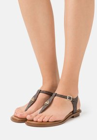 MICHAEL Michael Kors - MALLORY THONG - T-bar sandals - brown - 0