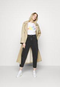 GAP - CREW - Print T-shirt - white - 1
