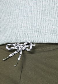 INDICODE JEANS - BRENNAN - Shorts - army - 5