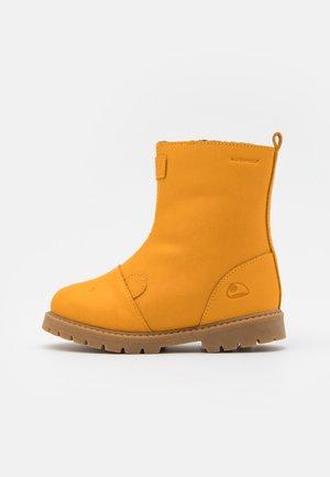 FAIRYTALE WP UNISEX - Zimní obuv - honey