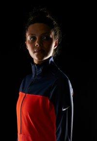 Nike Performance - REPEL TOP MIDLAYER - Bluza z polaru - obsidian/team orange/reflective silver - 5