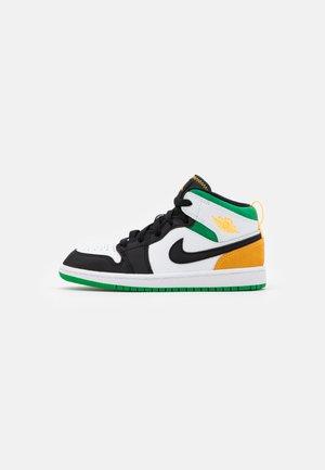 1 MID SE  - Basketballsko - white/laser orange/black/lucky green