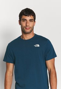 The North Face - REDBOX CELEBRATION TEE - T-shirt con stampa - monterey blue - 3