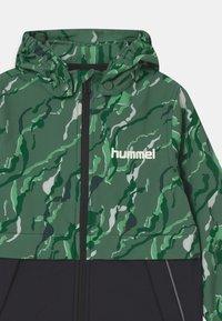 Hummel - CHUVA UNISEX - Soft shell jacket - green - 3