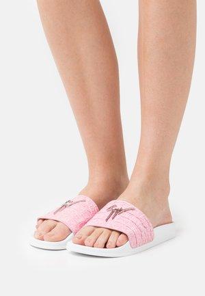 Pantofle - lilium