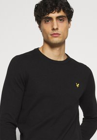 Lyle & Scott - Crew Neck Jumper - Jumper - jet black - 3