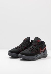 Nike Performance - LEBRON XVII LOW - Koripallokengät - black/university red/dark grey - 2