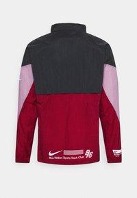 Nike Performance - WINDRUNNER BLUE RIBBON SPORTS - Hardloopjack - black/team red/violet dust/reflective silver - 8