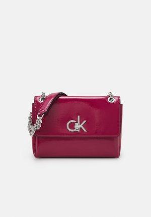 XBODY PATENT - Handbag - cerise